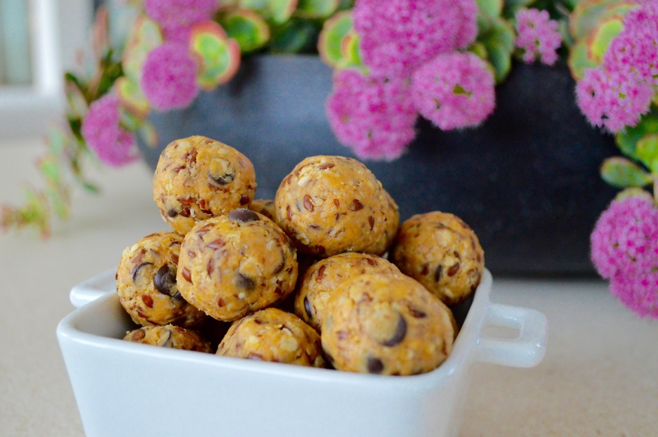 peanut-butter-energy-bites-healthy-snack-food-balls